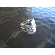WAVES STERLING SILVER Ring Size 9