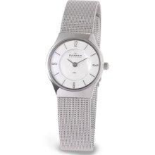 Skagen 233xsss Women's Denmark Steel Mesh Bracelet Mother Of Pearl Dial Watch